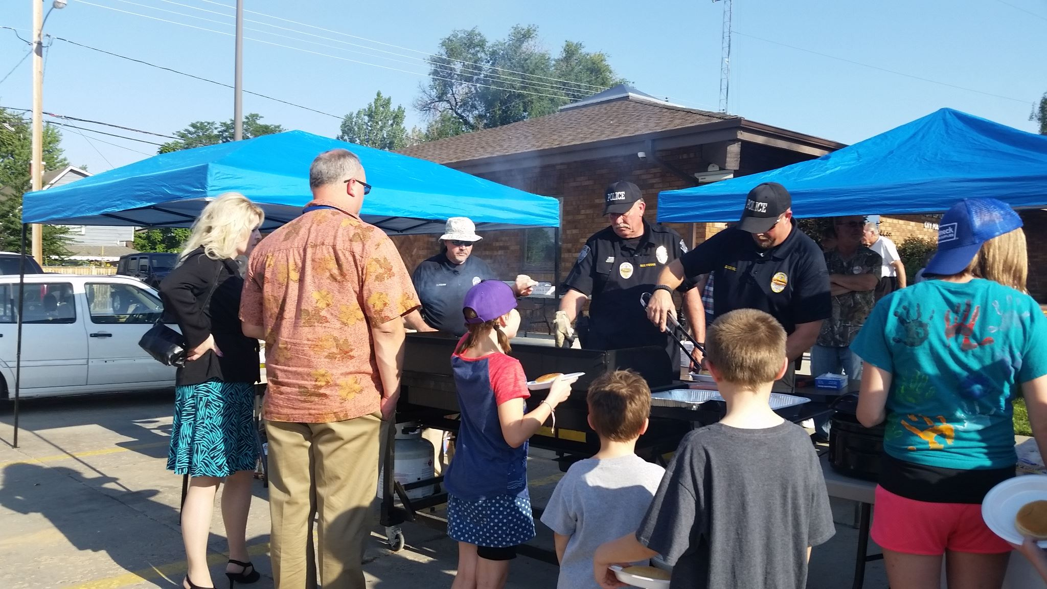 National Night Out 2017 Officers serving food